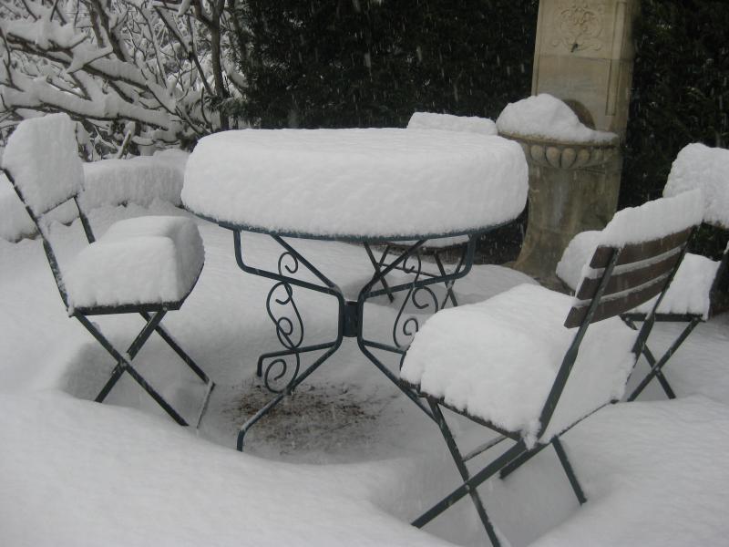 La fontaine d'Agarrus sous la neige, en hiver