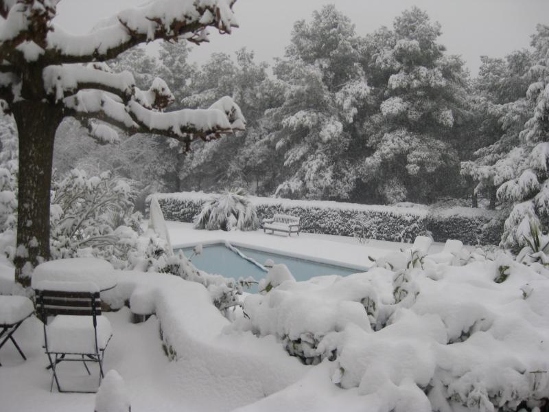 En février, la piscine d'Agarrus sous la neige