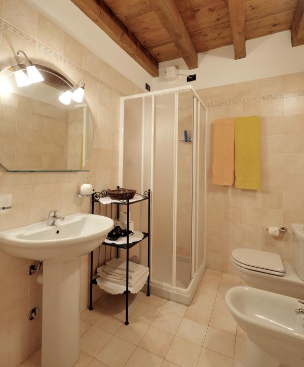 Bathroom at via Calzavellia, 13