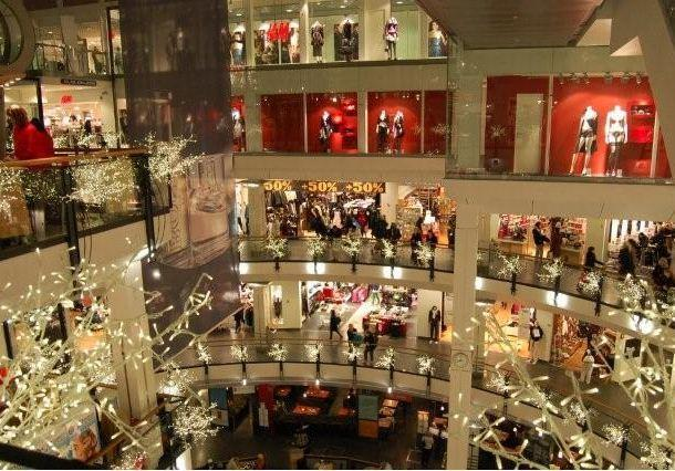 Oslo city, the biggest shopping centre in Oslo center, is just a short walk from the flat.