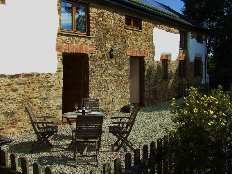 Oakleaf faces south with restful views over padocks and the surrounding countryside.