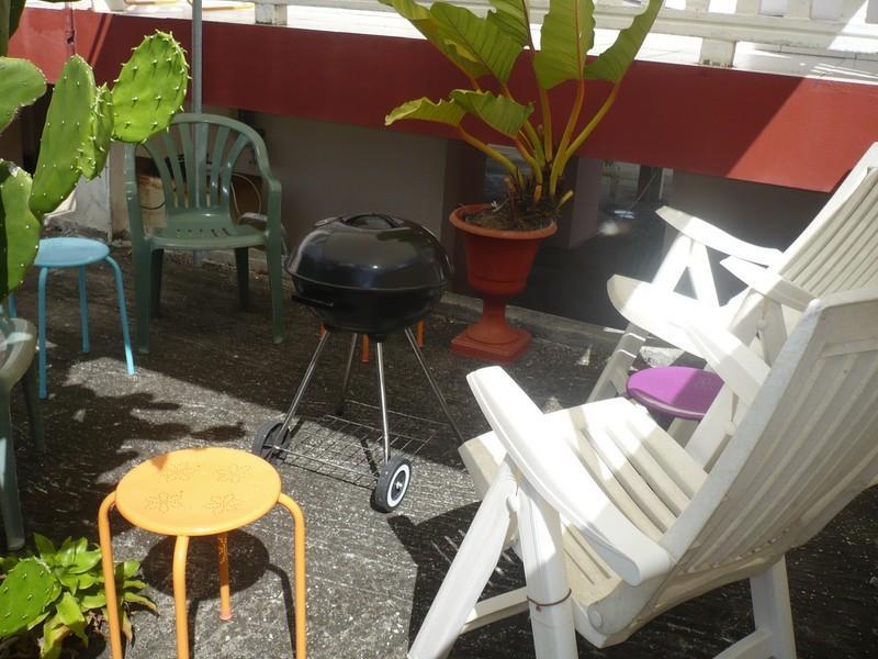 Grillade-Barbecue sous l'abri de jardin