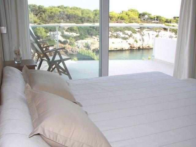 Bedroom with double bed, 1.90 meters