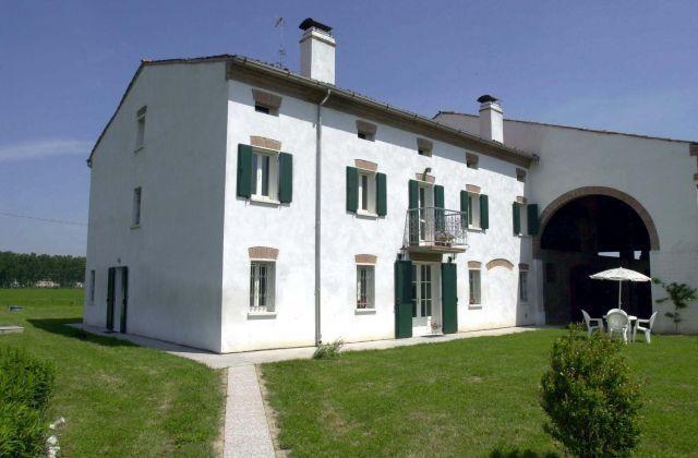 Ideal para grupos de 12 personas en San Benedetto, vacation rental in Quistello