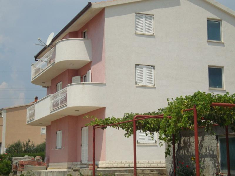 Hrgovic apartment Kastela, vacation rental in Kastel Novi