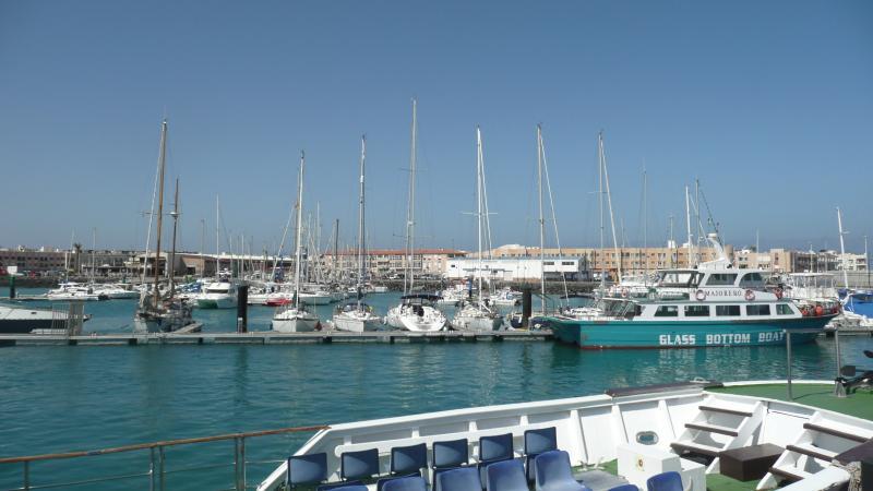 Corralejo marina with boats to Lanzarote / Puerto with departures to Lanzarote-Playa Blanca