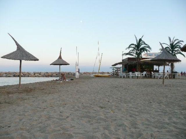 Delante de la playa de la Llosa