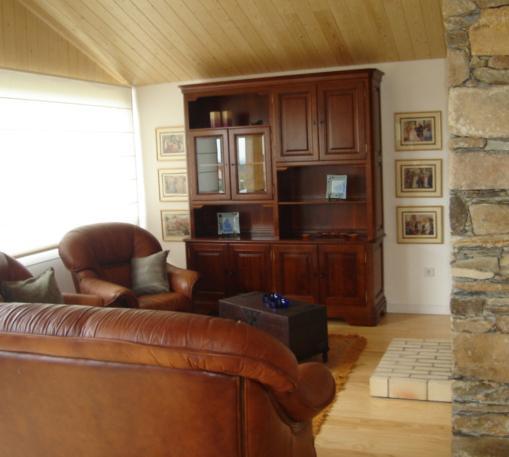 Wohnzimmer ebener Boden mit Kamin