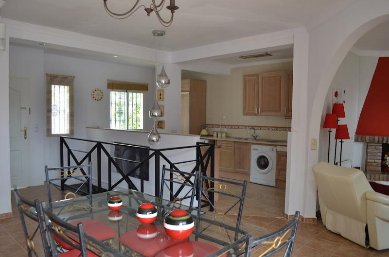 DINING ROOM AND  FULLY EQUIPPED KITCHEN WITH BREAKFAST BAR