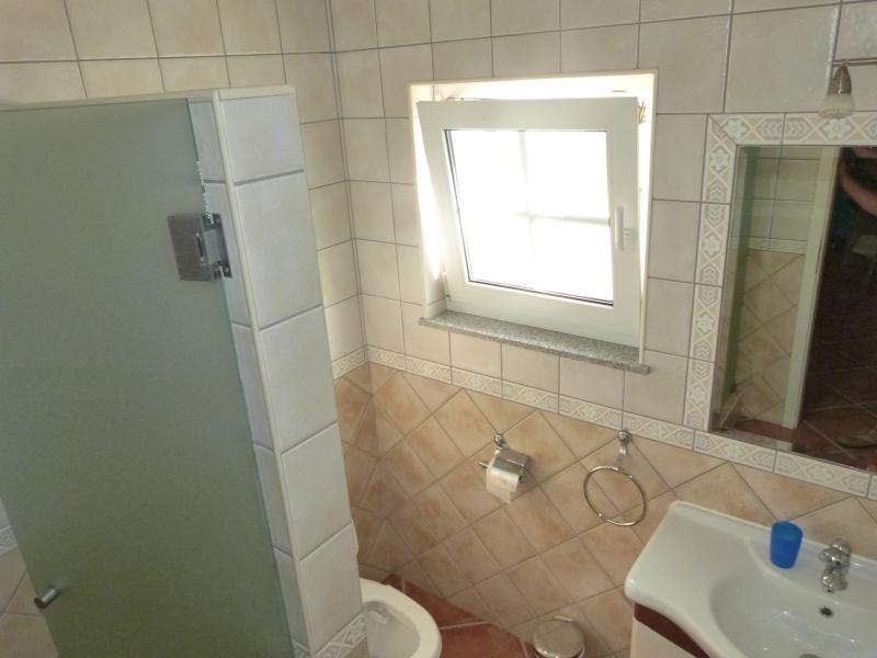Badkamer douche in 1 slaapkamer op de 1e etage
