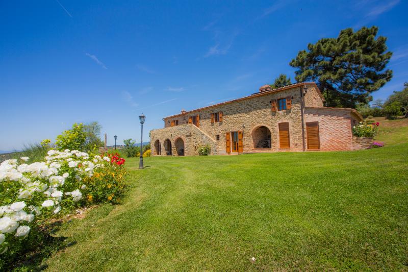 Casa Contea apt La Quercia with views and pool, vacation rental in Borghetto