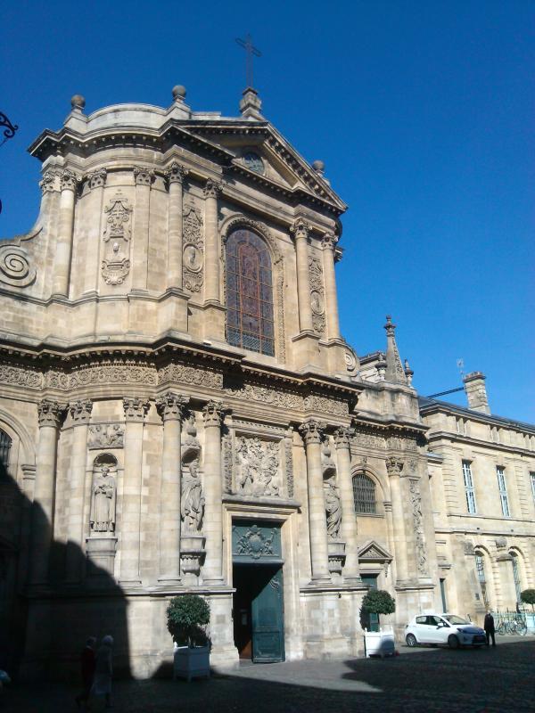 L'Eglise Notre Dame à 30 mètres de l'appartement