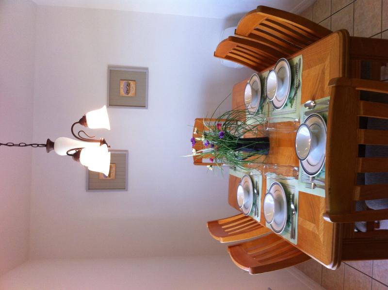 Salle à manger pour 6 personnes.