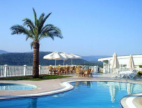 Flamingo Country Club - 17 Freeform Pools To Enjoy