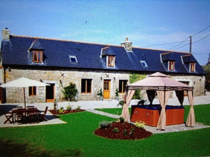 Luxury Farmhouse in France, vacation rental in Plesidy