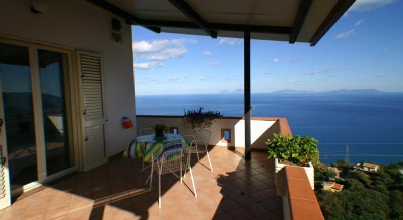 Meraviglioso terrazzo con vista mare