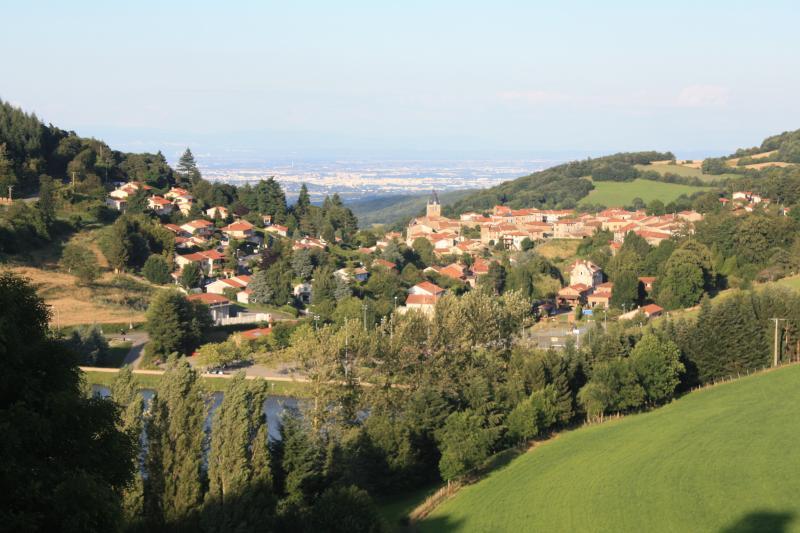 gite jaune yzeron 29km de lyon, vacation rental in Rhone
