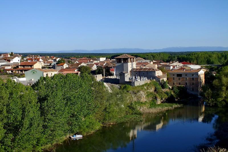 río - pueblo