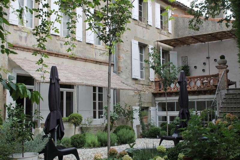 Camellas Lloret - Bedroom 1, location de vacances à Lasserre-de-Prouille
