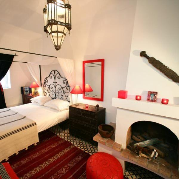 Red room - king-size bed