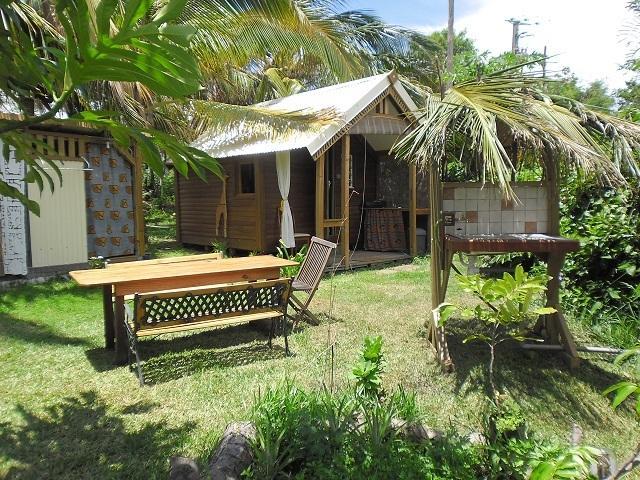 Seul un bungalow sur la propriété, avec une cabine suspendue supplémentaire. Tout privative, avec douche et WC.