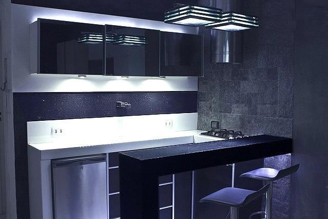 Open Bar Kitchen - Mini bar, stove, hood and granite countertops apicuado. Sidewall rough granite st