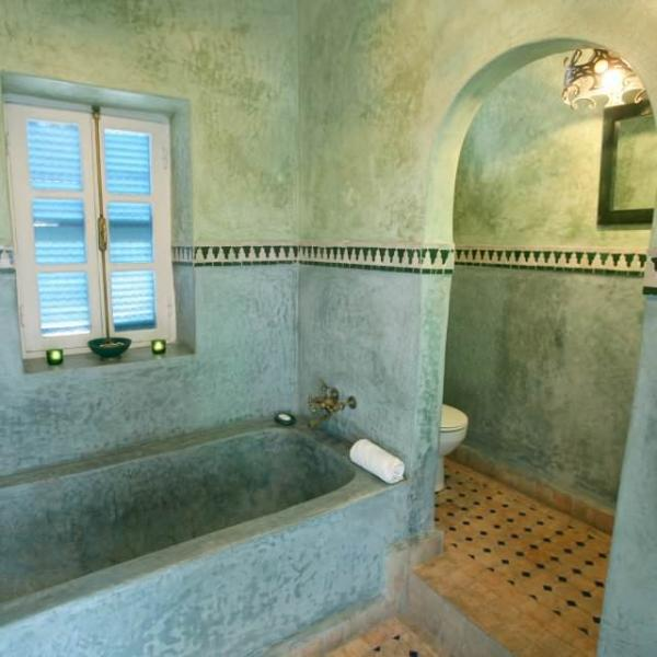 First floor bathroom (we now provide linen & cotton hamman-style towels)