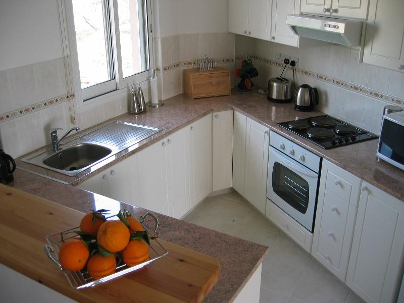 Fully equipped bright and airy kitchen with dishwasher and washing machine.