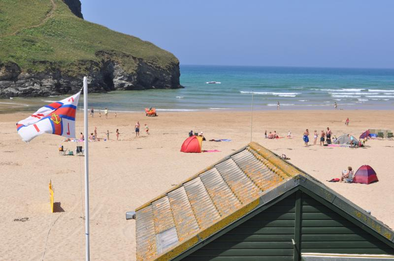 Beach Retreat on the edge of Mawgan Porth Beach