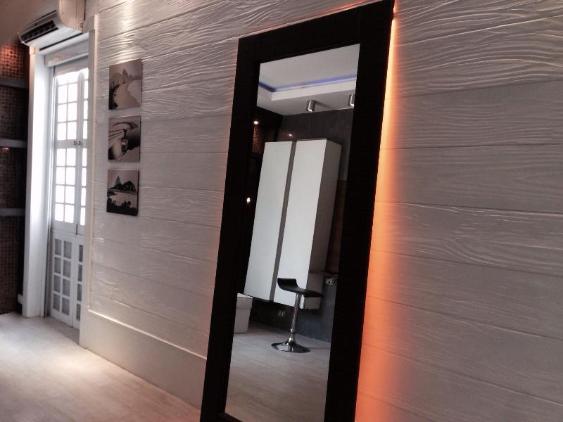 Mirror back led lights, window & Slip AC on the left !