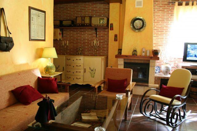 Casa Rural para 6 personas en Maya, La, holiday rental in Valdemierque