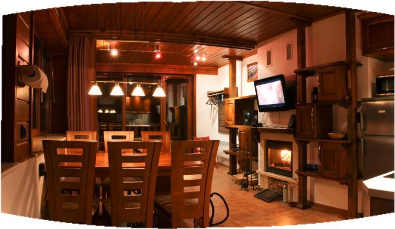 apt #22 - salon + cuisine