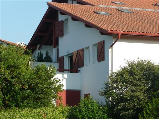 Apartamento Dúplex en urbanización con piscina, holiday rental in Hendaye