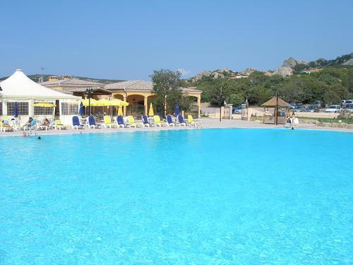 piscina del villaggio (a pagamento) distante 500 mt dalla casa
