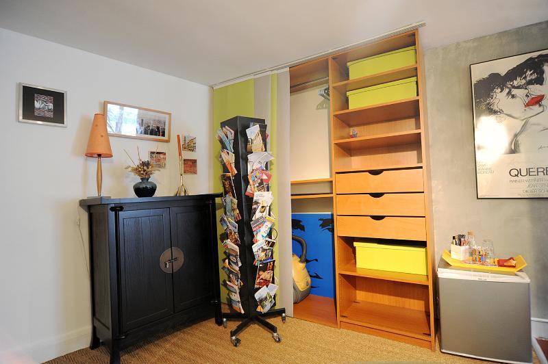 uw kleedkamer, met veel plaats om uw dingen te zetten