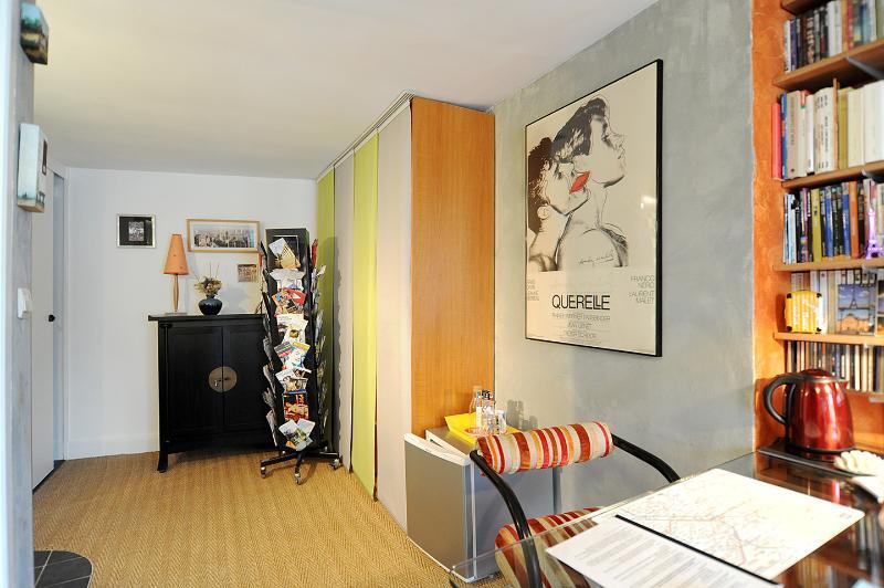 uw bureau kleedkamer, en kleine koelkast