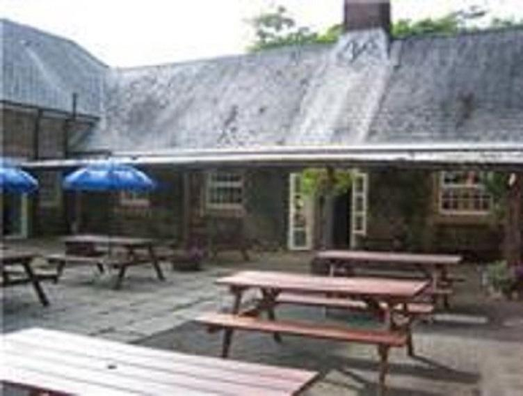 stables bar children welcome good food, live music at weekends