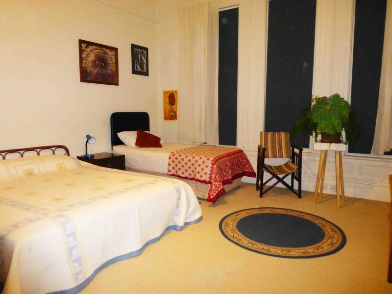 Front Double/Twin Bedroom Mid-Floor