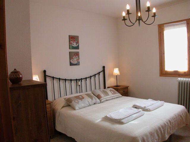 Dormitorio con cama de 150cm.