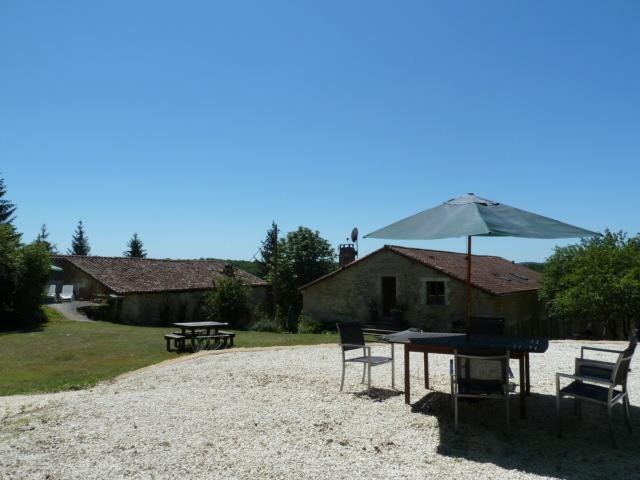 Les Rivieres Gites- Valette +heated pool, holiday rental in Champagne-et-Fontaine