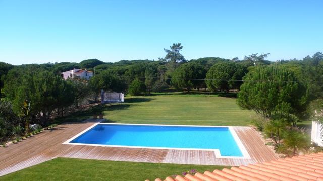 Vale do Garrao Villa Sleeps 12 with Pool Air Con and WiFi - 5480093, location de vacances à Vale do Garrao