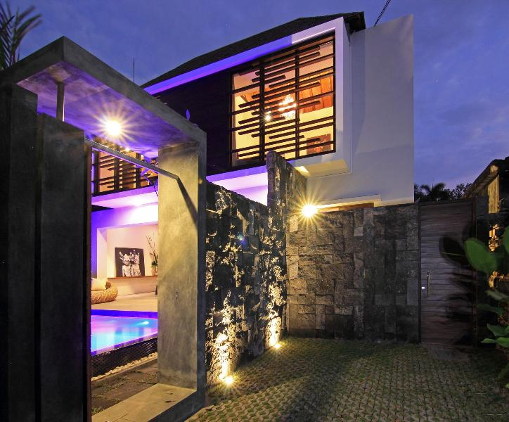 The perfect blend of modern design and tropical elegance