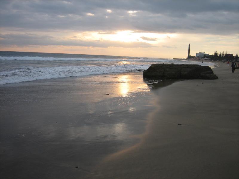 Die nahen Sanddünen von Maspalomas mit herrlichen Stimmungen am Meer. Wunderbar zum Spahzieren.