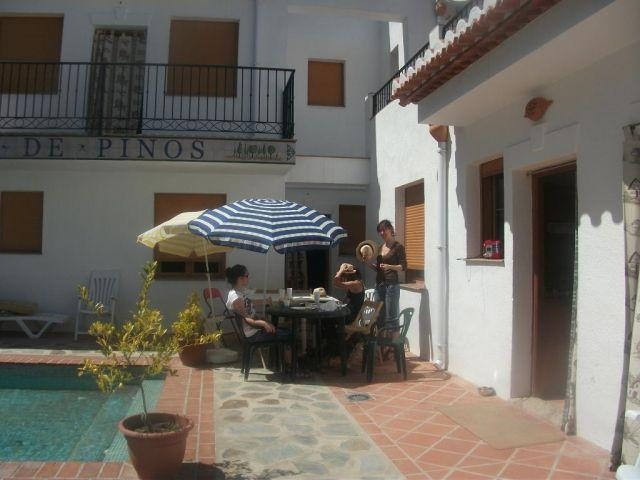 Casas rurales con piscina, patio, WiFi, vistas, vacation rental in Pinos del Valle