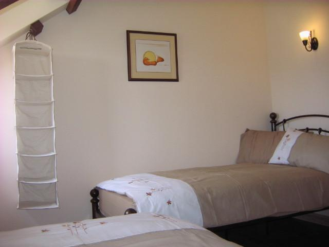 Twin beds in Cottage 2
