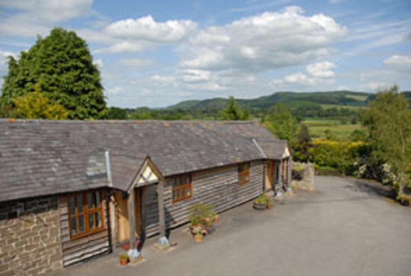 Highgrove Barns - The Byre, vacation rental in Onibury