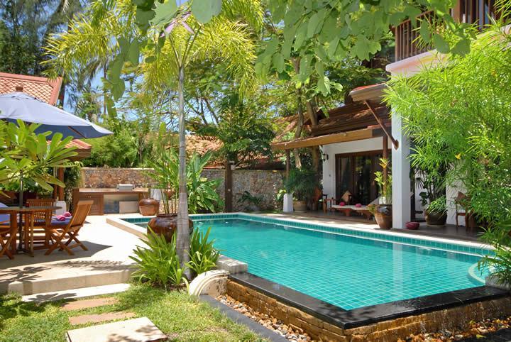 Jardim e piscina