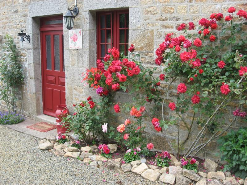 GITES ST MICHEL Cottage Rosier, holiday rental in Sainte-Cecile