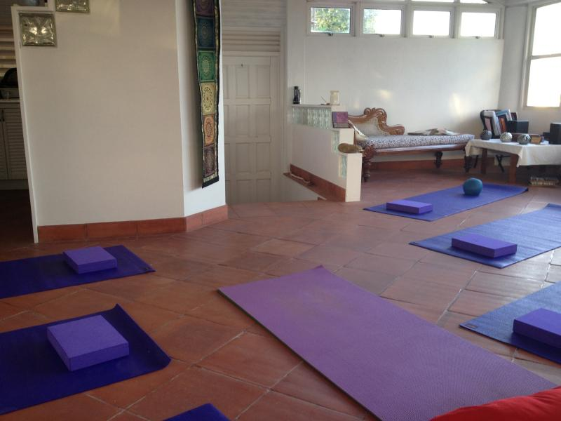 Ideal für Retreats - Yoga zu praktizieren im Haus vorbereiten