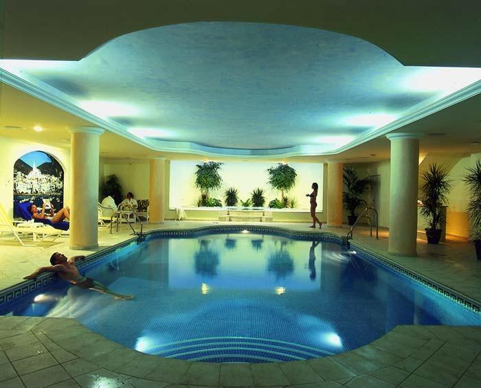 Indoor pool and wellness